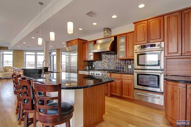 564 Gregory Ave A11, Weehawken, NJ 07086