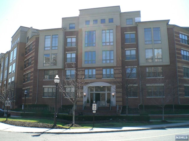 26 Ave At Port Imperial 100, West New York, NJ 07093