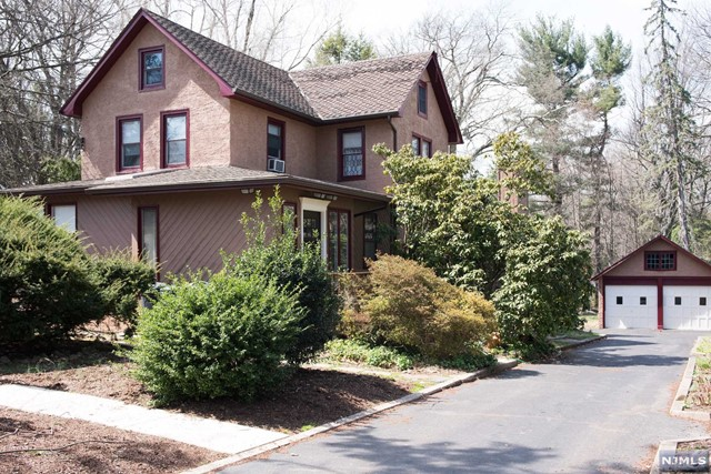 30 John Dow Ave, Waldwick, NJ 07463