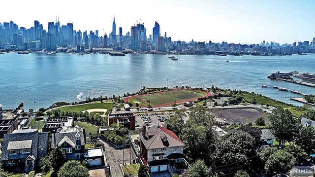 Single Family Home for Sale at 53-55 Kingswood Rd 53-55 Kingswood Rd Weehawken, New Jersey 07086 United States