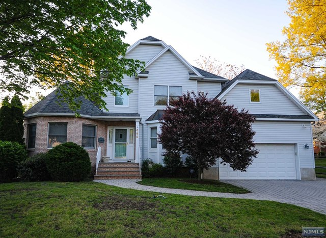 698 Gerald St, Paramus, NJ 07652
