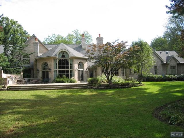 320 Algonquin Rd, Franklin Lakes, NJ 07417