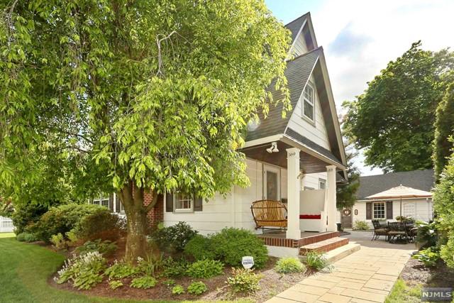 169 Hampton Pl, Ridgewood, NJ 07450
