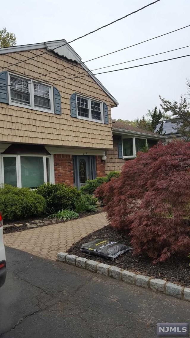 386 Elmwood Dr, Paramus, NJ 07652