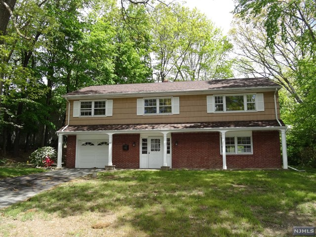 503 Skyline Lake Dr, Ringwood, NJ 07456
