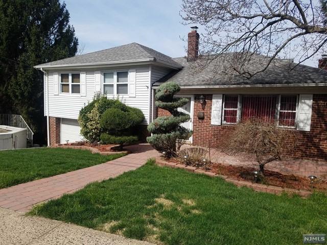 657 Oak St, Ridgefield, NJ 07657