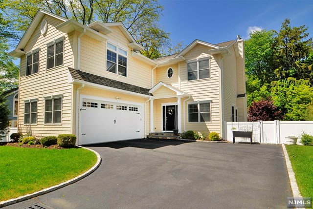 223 West St, New Milford, NJ 07646