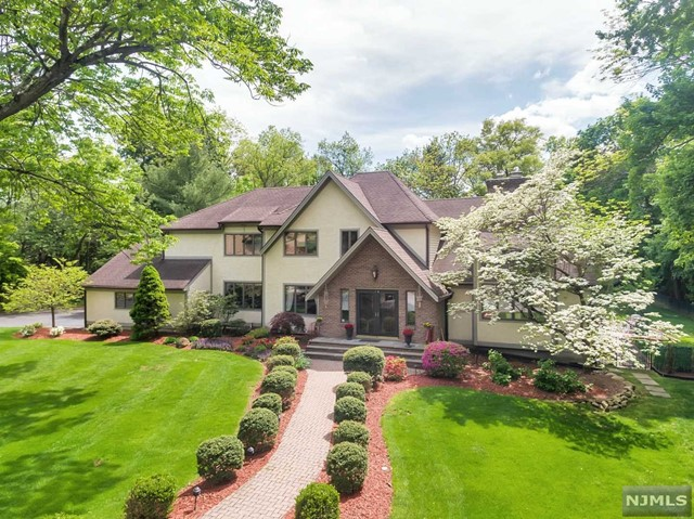 Single Family Home for Sale at 10 Longwood Ct Woodcliff Lake, New Jersey,07677 United States