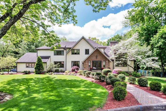 Additional photo for property listing at 10 Longwood Ct  Woodcliff Lake, New Jersey,07677 United States