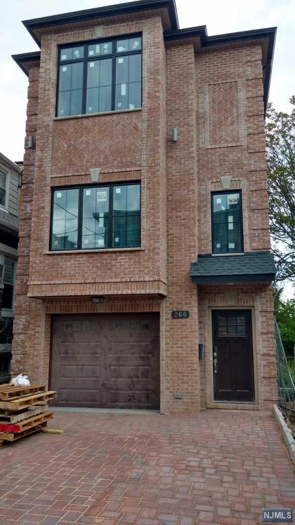 266 Nagle St, Cliffside Park, NJ 07010