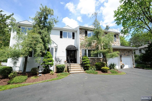427 Russell Ave, Wyckoff, NJ 07481