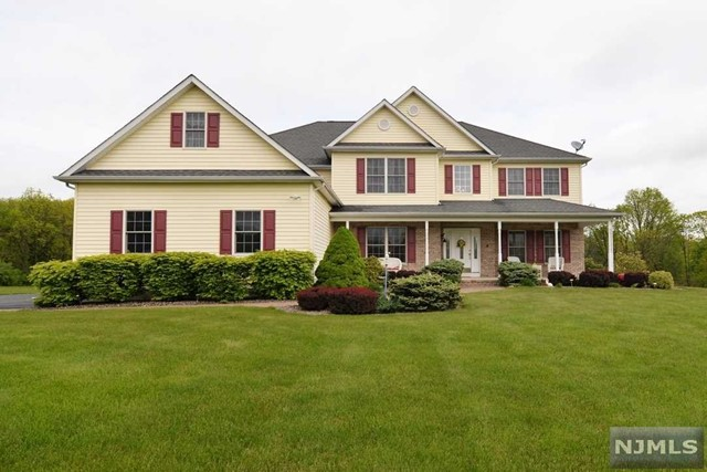 Single Family Home for Sale at 32 Union Brick Rd 32 Union Brick Rd Blairstown, New Jersey 07825 United States