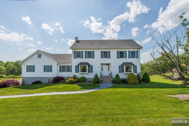 13 Mountain View Dr, Wantage, NJ 07461