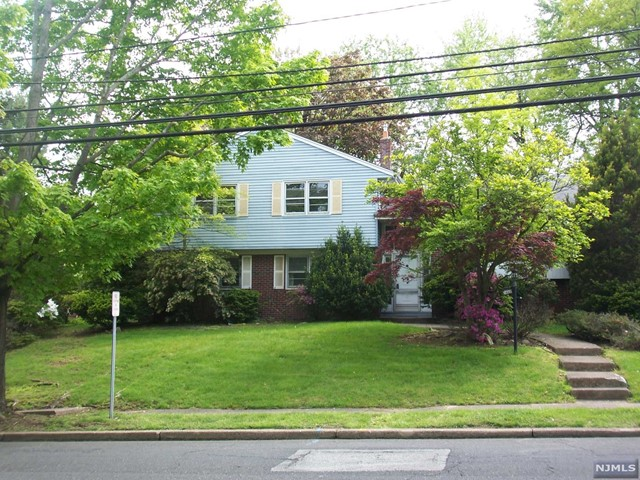 1043 Soldier Hill Rd, Oradell, NJ 07649
