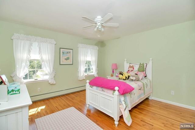 Additional photo for property listing at 18 E Crescent Ave  Mahwah, New Jersey,07430 États-Unis