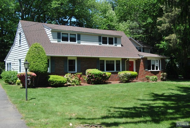 44 Concord Ave, Glen Rock, NJ 07452