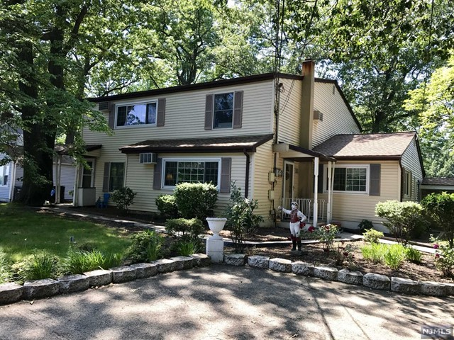61 Forest Ave, Paramus, NJ 07652