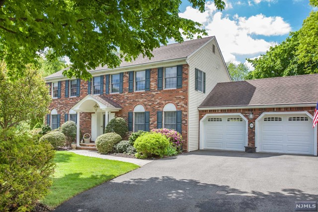 148 Viola Way, Paramus, NJ 07652