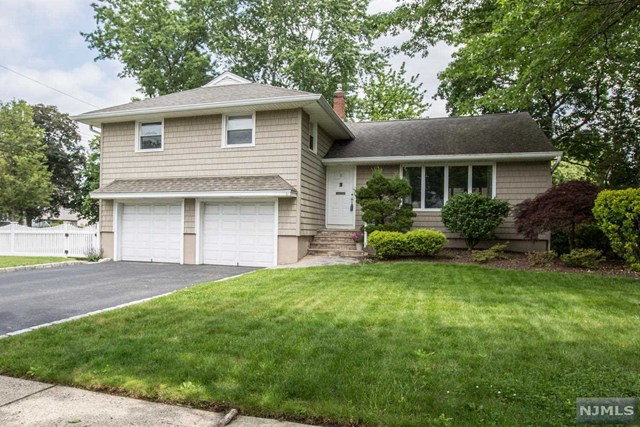 51 Prell Ln, New Milford, NJ 07646