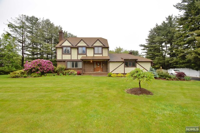 575 Russell Ave, Wyckoff, NJ 07481