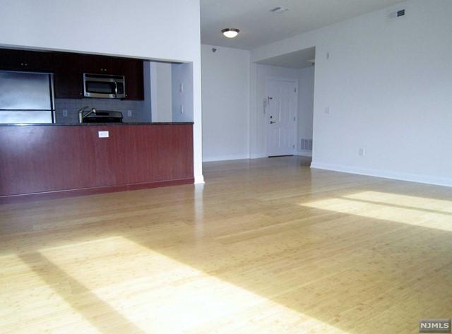 2022 Central Rd 204, Fort Lee, NJ 07024