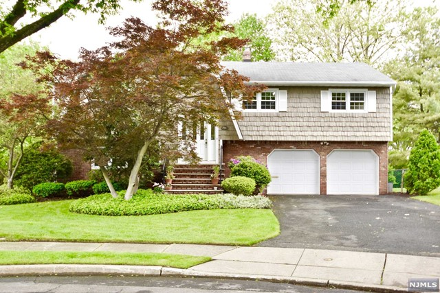 91 Trinity Ct, Paramus, NJ 07652