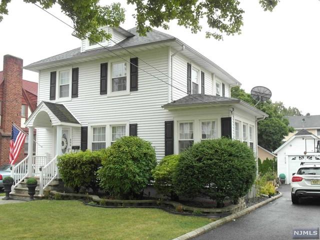 896 Linden Ave, Ridgefield, NJ 07657