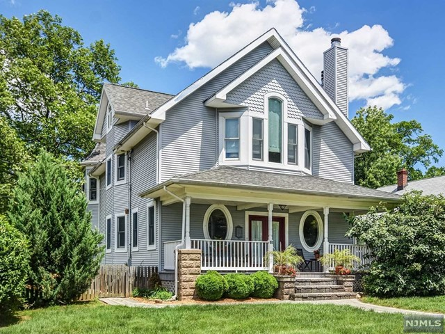 3 Clifton Pl, Glen Rock, NJ 07452
