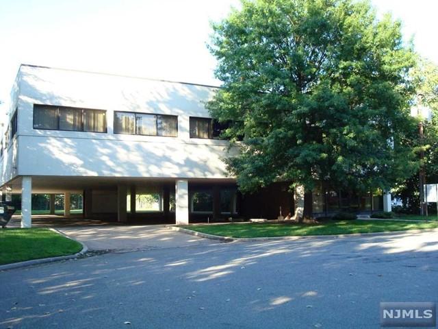 145 Cedar Ln, Englewood, NJ 07631