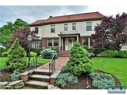 22 Serafin Pl, Glen Rock, NJ 07452