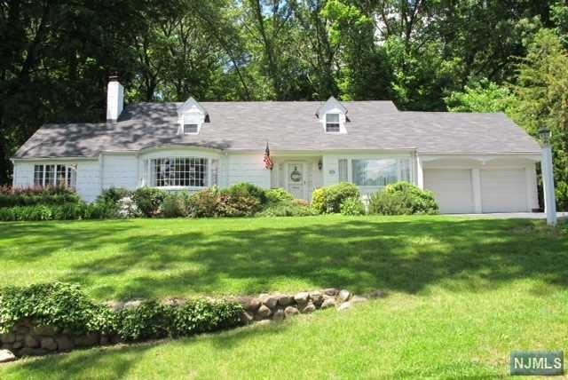 382 Beechwood Rd, Ridgewood, NJ 07450