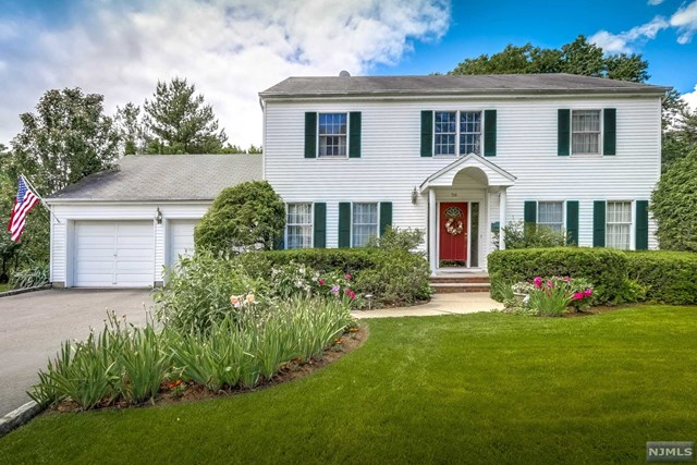 56 5th St, Midland Park, NJ 07432