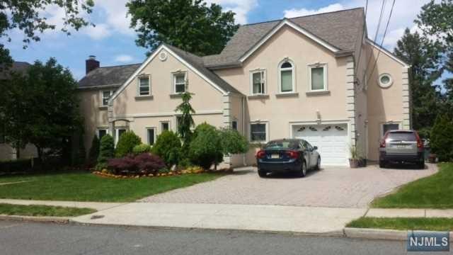 8 Palmer Pl, Leonia, NJ 07605