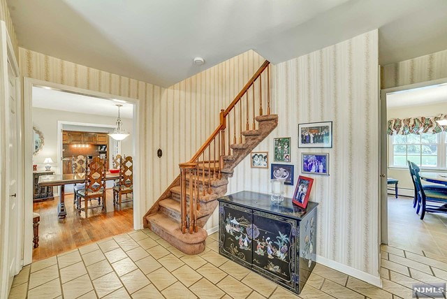 Additional photo for property listing at 15 Cobbler Ln  Mahwah, Nova Jersey,07430 Estados Unidos