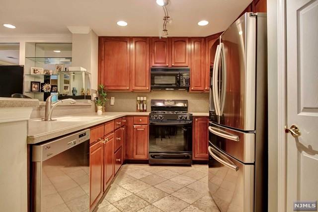 170 Price Ct, West New York, NJ 07093