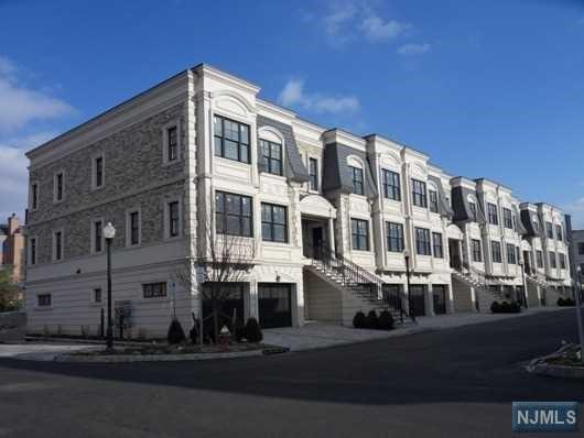 34 Marquis Ct 34, Edgewater, NJ 07020