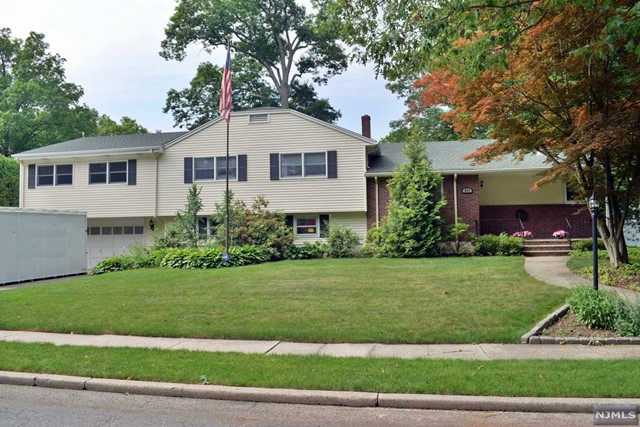 971 Wildwood Rd, Oradell, NJ 07649