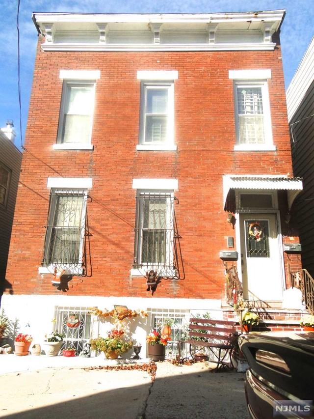 6305 Polk St, West New York, NJ 07093