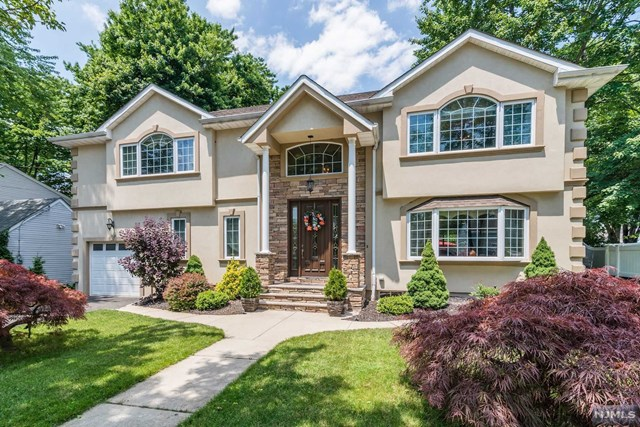 187 Oak Ln, New Milford, NJ 07646
