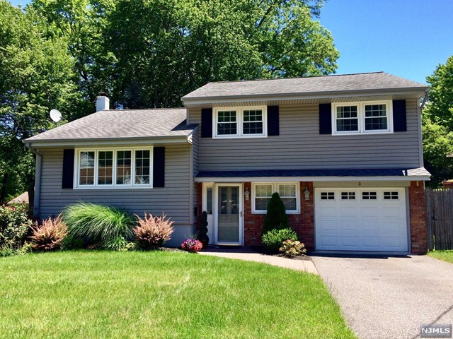 3 Darling Rd, Waldwick, NJ 07463