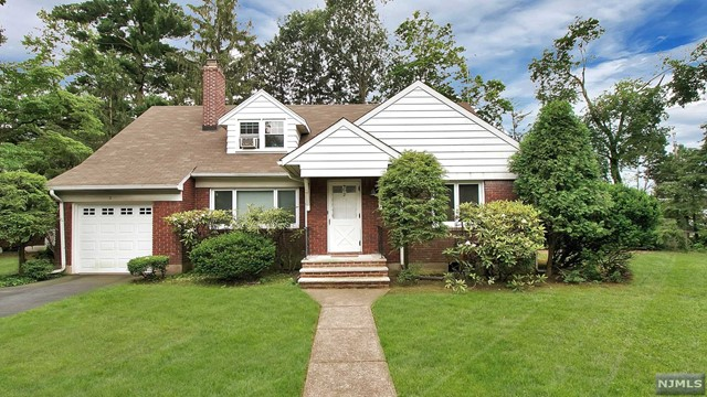 2 Southboro Ln, Glen Rock, NJ 07452