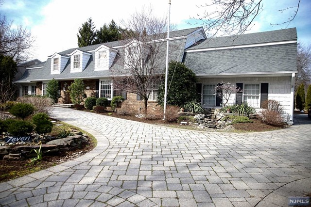 7 Clarkson Ct, Paramus, NJ 07652