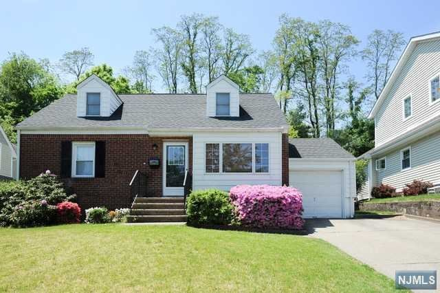 130 Midwood Rd, Glen Rock, NJ 07452