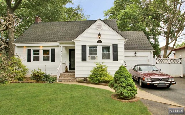 306 Riveredge Rd, Tenafly, NJ 07670