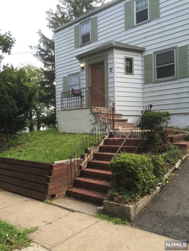 2 Blauvelt St, Teaneck, NJ 07666