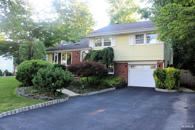 217 Birchwood Rd, New Milford, NJ 07646