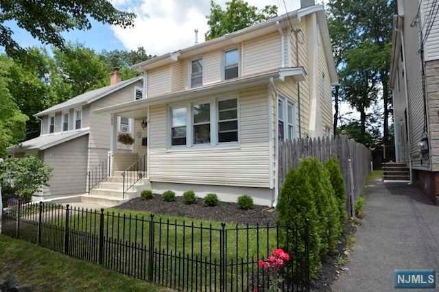 52 Roosevelt Ave, Dumont, NJ 07628