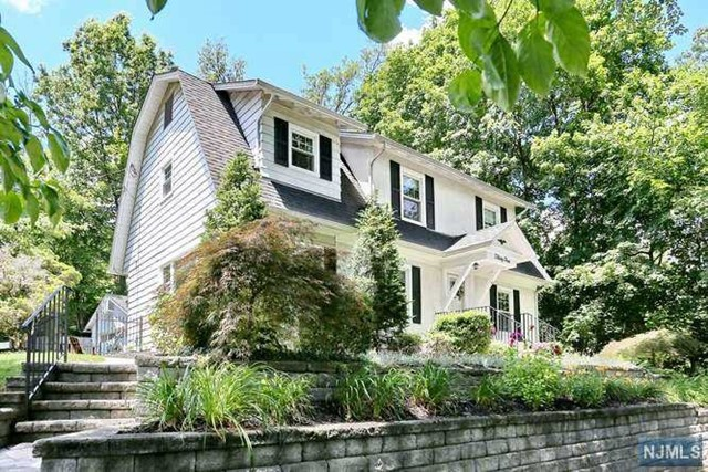 34 Cambridge Pl, Glen Rock, NJ 07452
