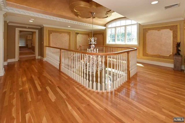 Additional photo for property listing at 6 Finn Ct  Mahwah, New Jersey,07430 United States