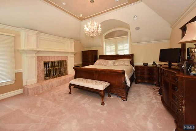 Additional photo for property listing at 6 Finn Ct  Mahwah, New Jersey,07430 Hoa Kỳ